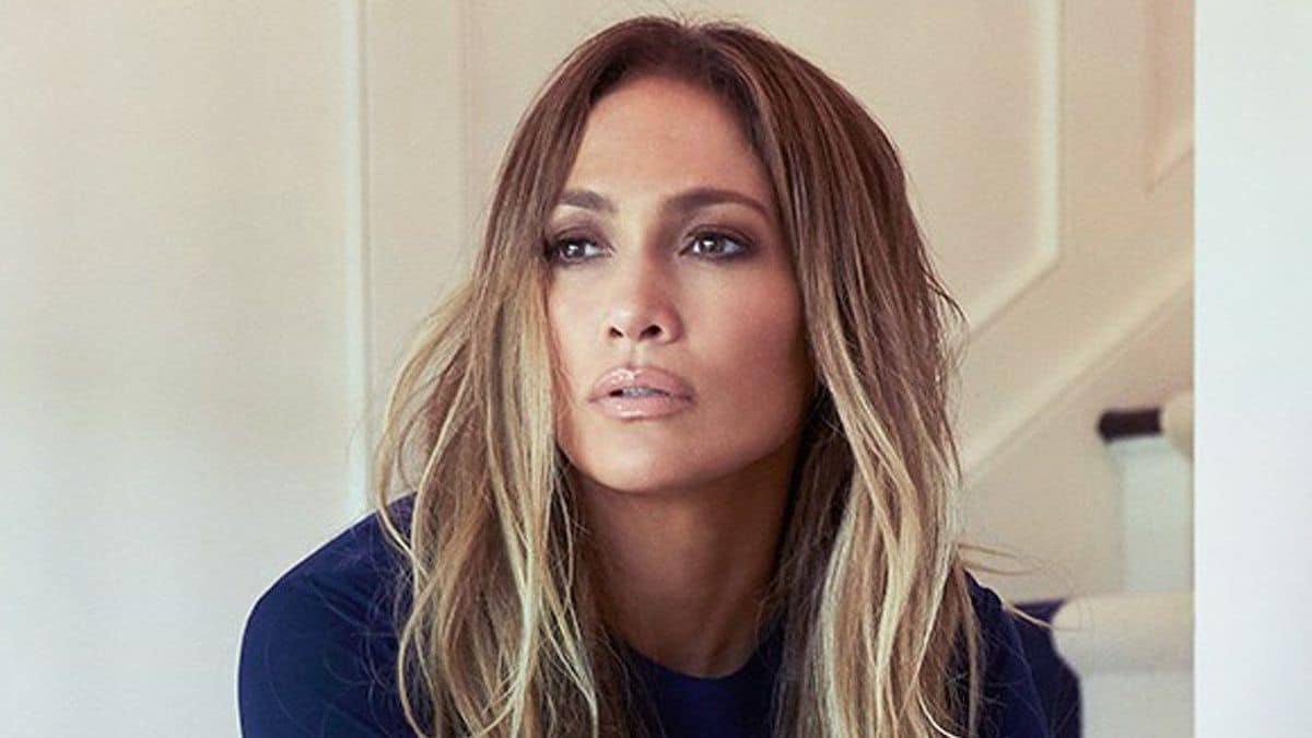 Jennifer Lopez enflamme Instagram avec son maillot de bain très « caliente »