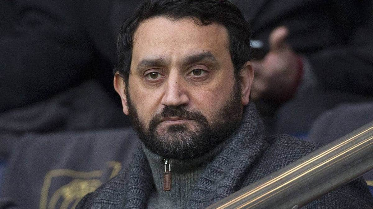 "Cyril Hanouna montre en direct une photo inédite ""sans vêtements"", on voit tout, incroyable !"