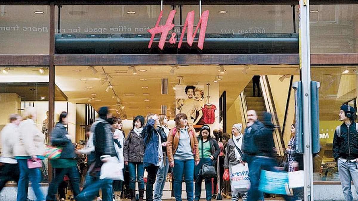 H&M: la parfaite petite robe pour toutes les morphologies et à moins de 30 euros, tout le monde se l'arrache !