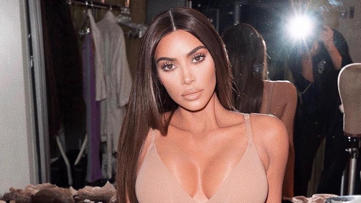 Kim Kardashian: un décolleté affolant qui interpelle et chauffe la toile !