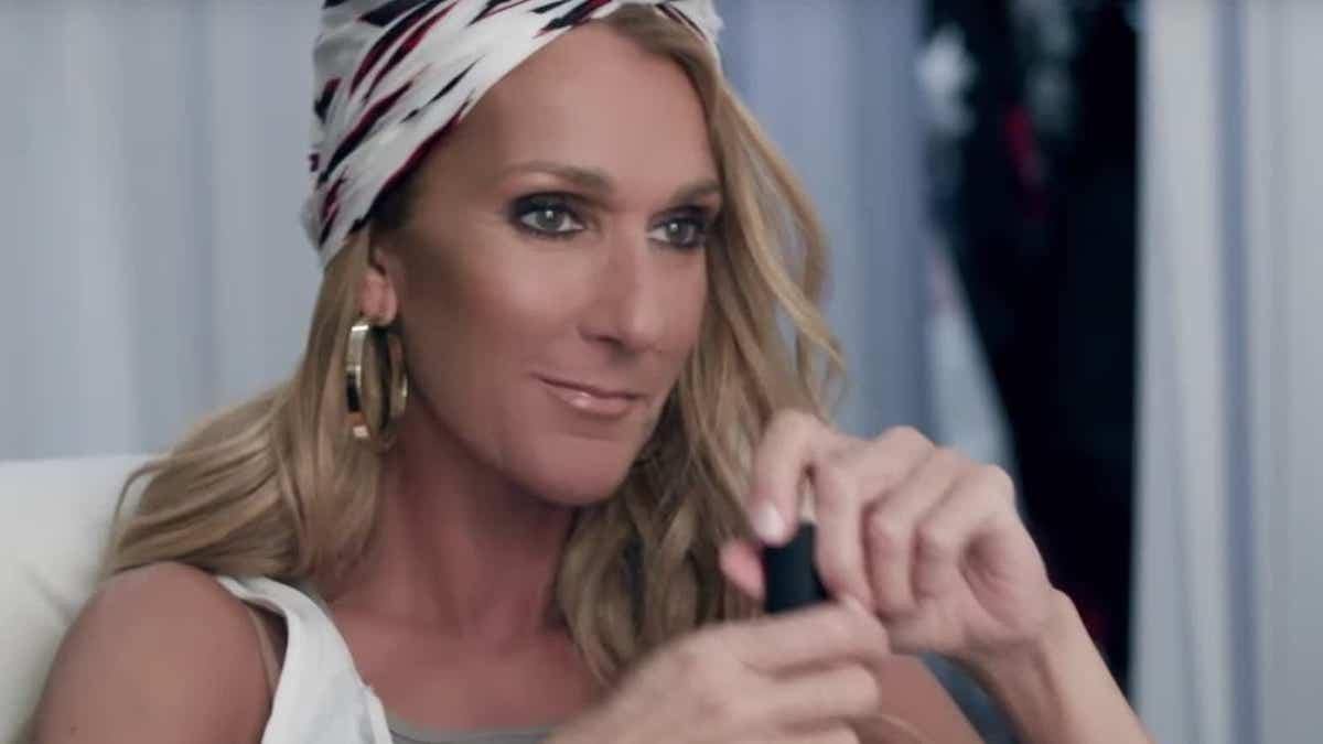 """Céline Dion : plus """"Hot"""" que jamais dans son ensemble signé MUGLER fait l'unanimité"""