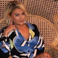 Kelly Vedovelli ose poser sans vêtements, elle ravie totalement ses fans