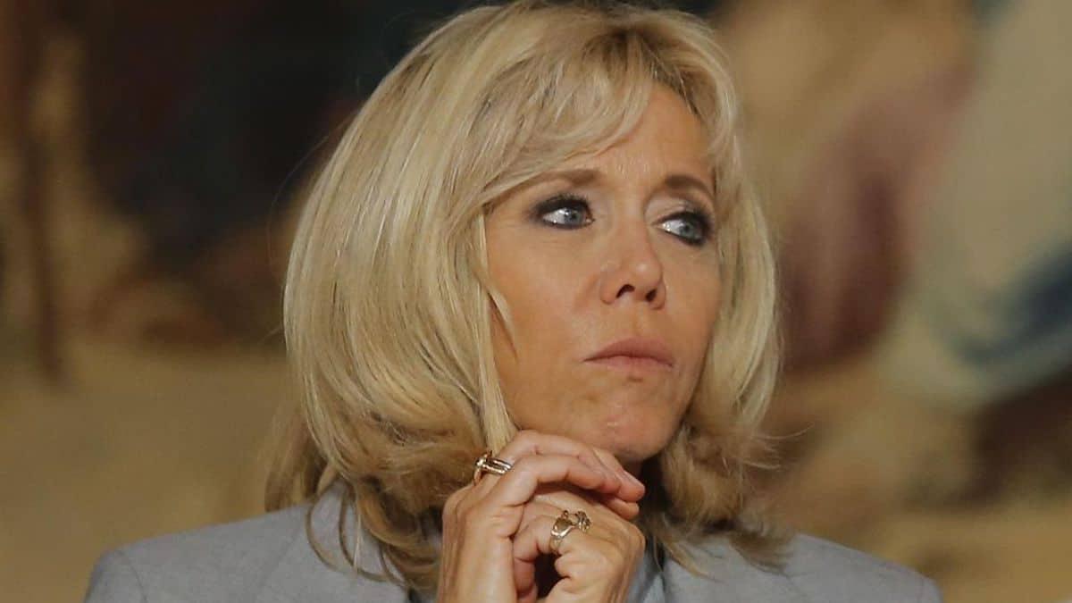 Brigitte Macron ose s'afficher en tenue de plage, la polémique commence sur la toile
