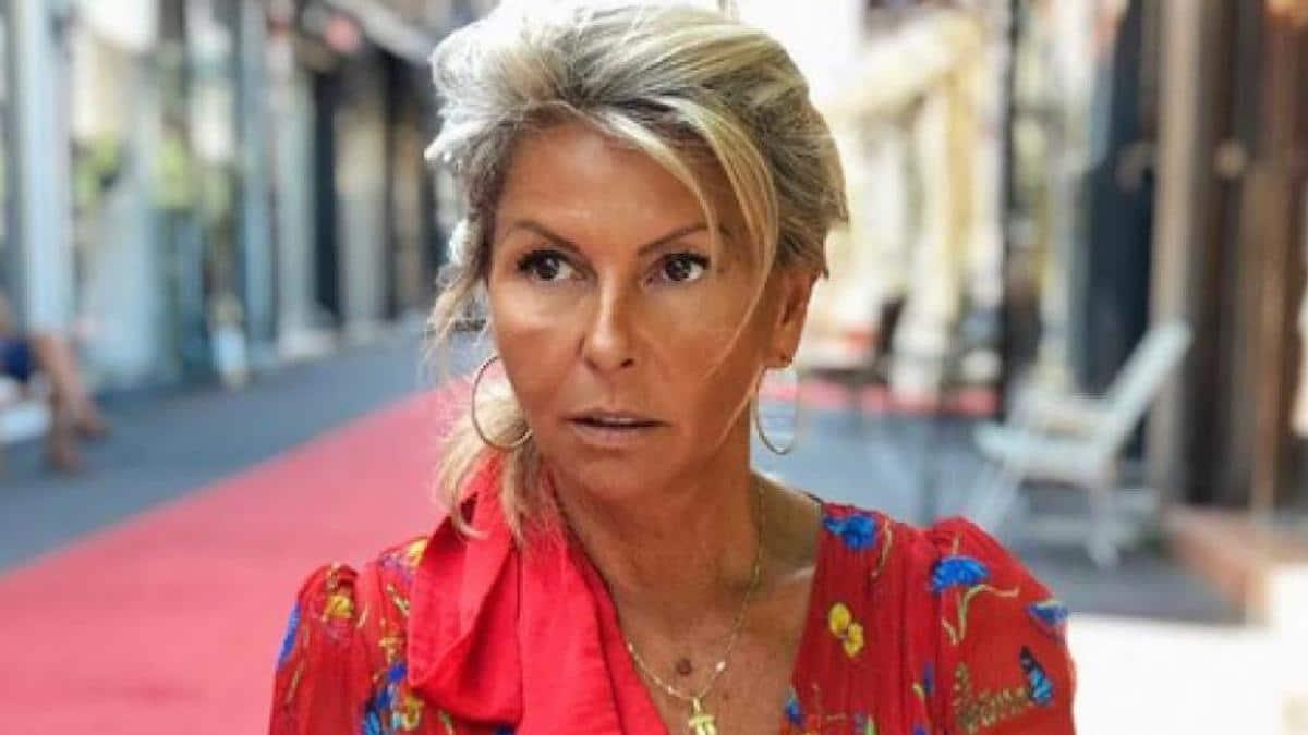 Caroline Margeridon (Affaire conclue), s'affiche sans vêtements au bord de sa piscine, les internautes s'affolent