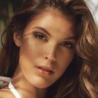 Iris Mittenaere : Son chéri Diego El Glaouifou de son décolleté vertigineux, les internautes aussi !