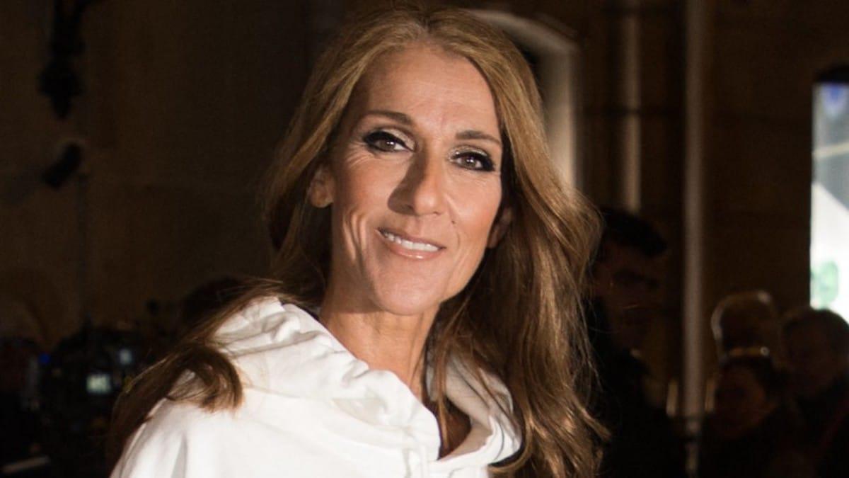 Céline Dion arbore un look épatant, elle porte un short très court sur un legging en cuir