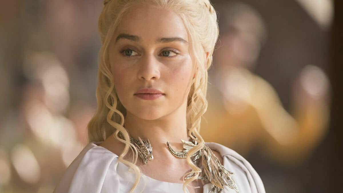 "Emilia Clarke ""Game of Thrones"" saute d'un avion! C'est le choc total!"
