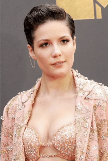 cheveux-courts-comme-l-actrice-hasley-effet-mouille