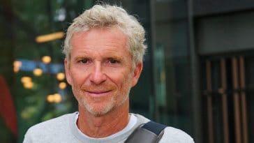 Koh-Lanta: Denis Brogniart dévoile des anecdotes croustillantes sur l'intimité et l'hygiène des aventurières !